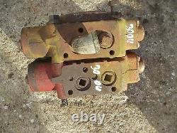 International 300 350 Utility Tractor IH IHC Hydraulic control valve blocks