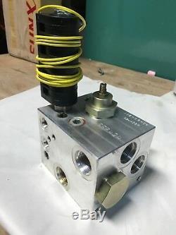 NEW FFP424 Hydraulic Solenoid Flow Control Manifold A B Port. 02-08-06 03-4034